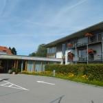 INT-42-2 Landhotel Allg+ñuer Hof  Hoteleinfahrt