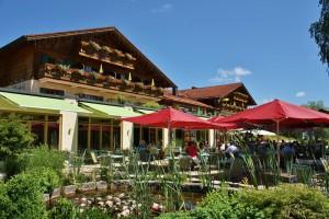 INT 47 Parkhotel am Soier See TErrase_mit_Seerosen